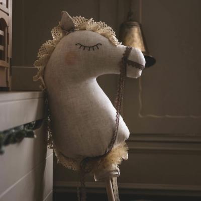 Bella lenvászon lovacska